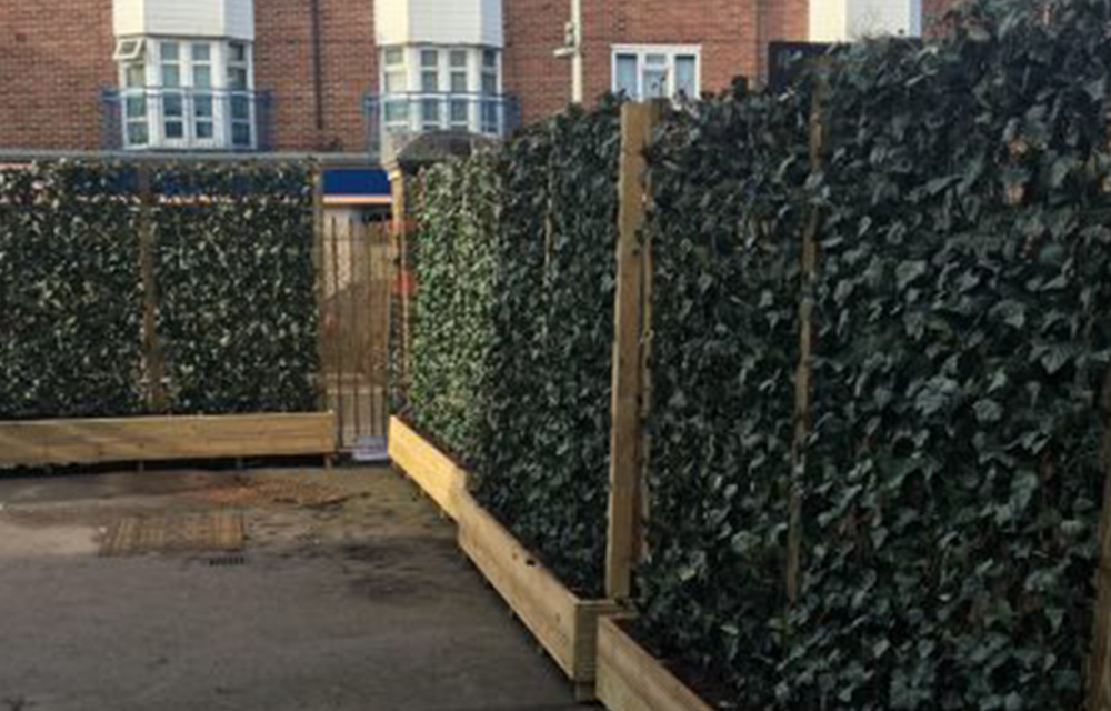 Mobilane Green Screens Green My School: Pollution barrier installed at Walthamstow school
