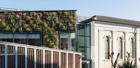 Mobilane LivePanel groene gevel planten Nottingham Trent University Music Centre
